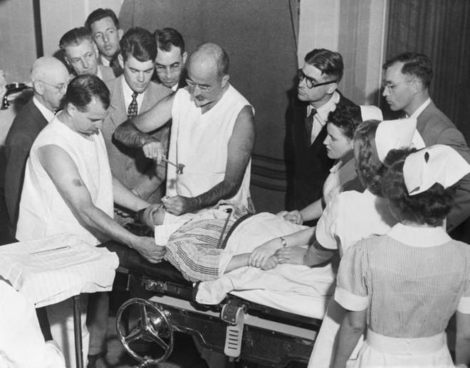 Những tấm hình ám ảnh trong bệnh viện tâm thần 50 năm trước - Ảnh 11.