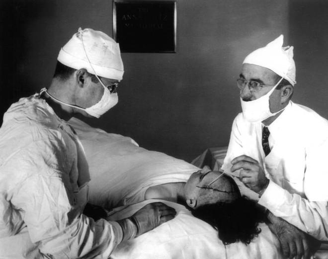 Những tấm hình ám ảnh trong bệnh viện tâm thần 50 năm trước - Ảnh 17.