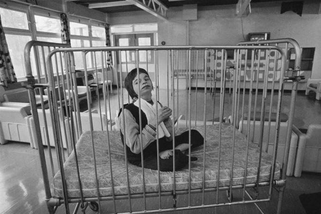 Những tấm hình ám ảnh trong bệnh viện tâm thần 50 năm trước - Ảnh 7.