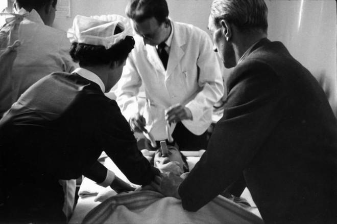 Những tấm hình ám ảnh trong bệnh viện tâm thần 50 năm trước - Ảnh 8.