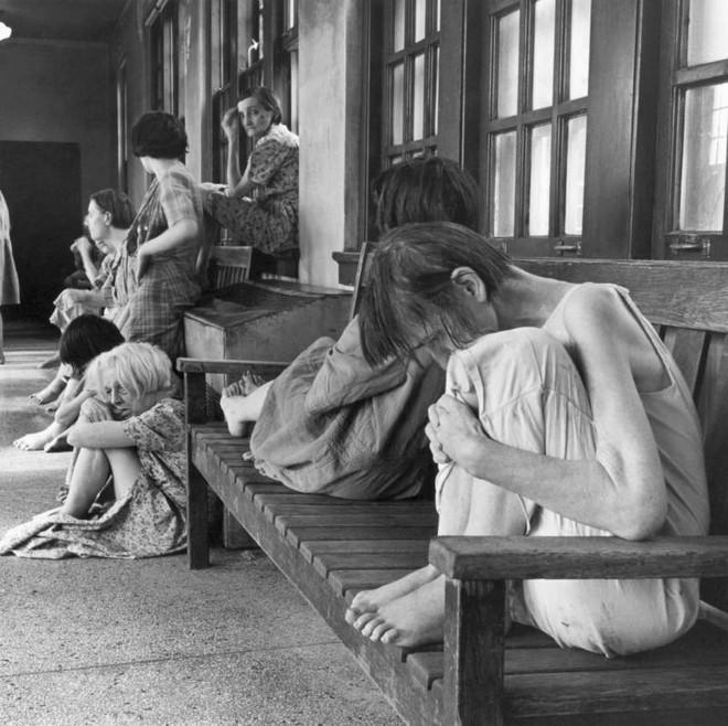 Những tấm hình ám ảnh trong bệnh viện tâm thần 50 năm trước - Ảnh 9.