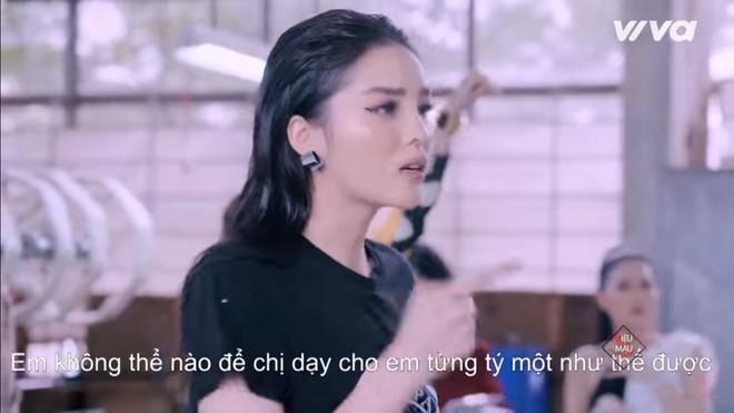 Kỳ Duyên bật khóc tức tưởi vì thua cuộc trước Hương Giang - Ảnh 2.