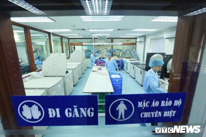 Ảnh: Bên trong phân xưởng điều chế máu lớn nhất miền Bắc - Ảnh 2.