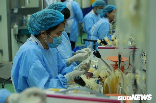 Ảnh: Bên trong phân xưởng điều chế máu lớn nhất miền Bắc - Ảnh 5.