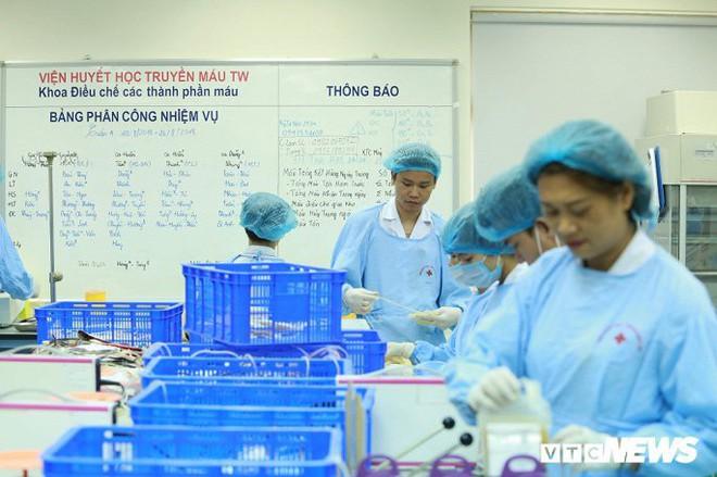 Ảnh: Bên trong phân xưởng điều chế máu lớn nhất miền Bắc - Ảnh 8.