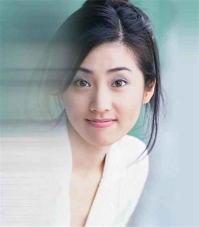 Mỹ nhân TVB ít tên tuổi đổi đời nhờ mối quan hệ đặc biệt với trùm xã hội đen - Ảnh 2.