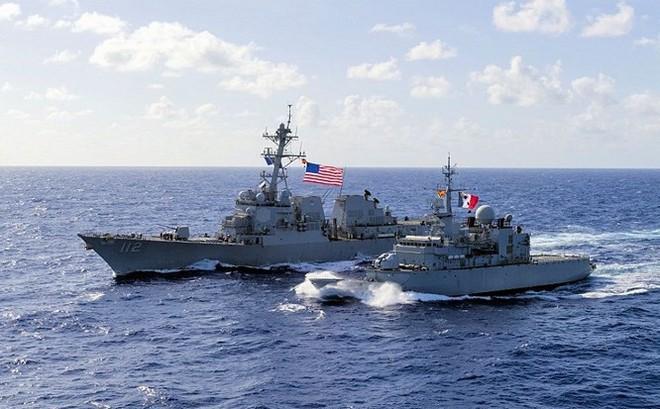 """Mỹ """"hợp tung liên hoành"""" giành lại thế công trên Biển Đông trước Trung Quốc"""
