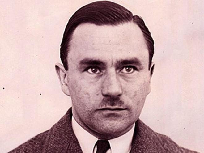Kỳ án thế kỷ: Người phụ nữ 69 tuổi mất tích không dấu vết, mở ra vụ án công xưởng tội ác của gã sát nhân axit - Ảnh 1.