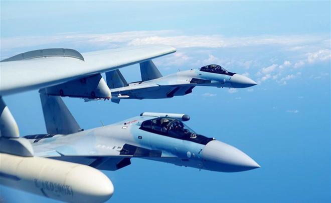 Ồn ã vũ khí mới của máy bay ném bom H-6K Trung Quốc: Nếu thật thì tàu chiến Mỹ nguy rồi! - Ảnh 3.