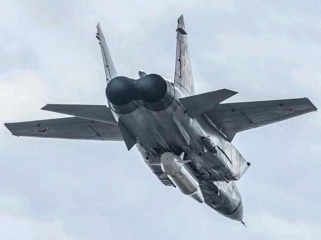 Ồn ã vũ khí mới của máy bay ném bom H-6K Trung Quốc: Nếu thật thì tàu chiến Mỹ nguy rồi! - Ảnh 1.