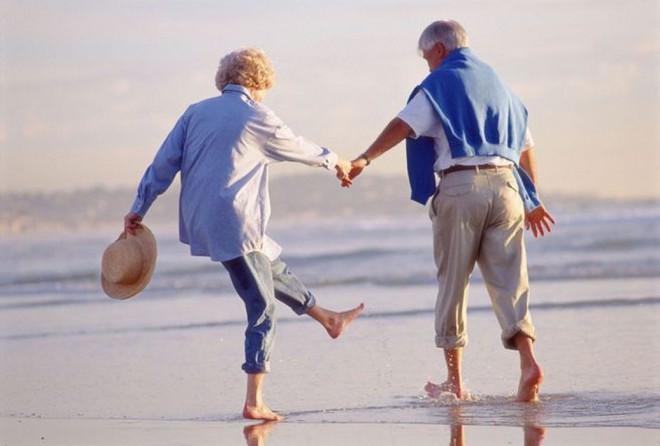 """Lợi ích thần kỳ của niềm tin hãy """"sống như ta 20"""": càng tin rằng mình trẻ, bạn càng thọ - Ảnh 1."""