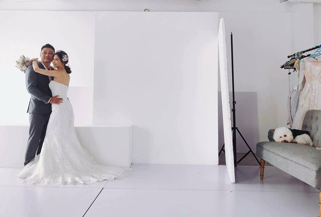 Theo sen đi chụp ảnh cưới, boss trở thành nhân vật chính với gương mặt sưng sỉa trong mọi khung hình - Ảnh 1.