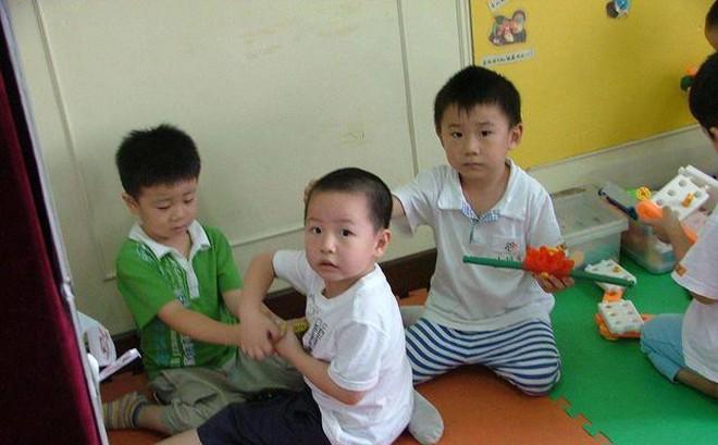 2 đặc điểm tính cách của trẻ cần sửa đổi ngay nếu bố mẹ không muốn con mình lớn lên thua kém bạn bè
