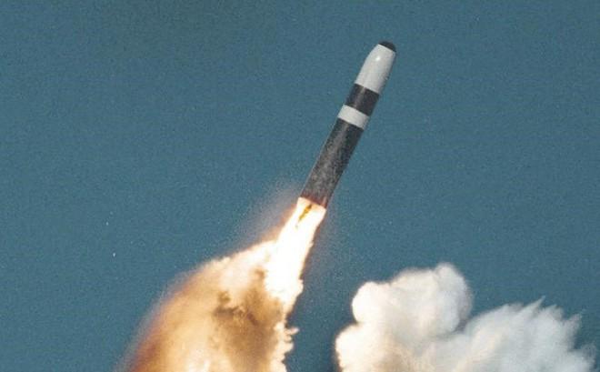 Ông Medvedev: Bộ ba hạt nhân NATO đang nhắm vào Nga