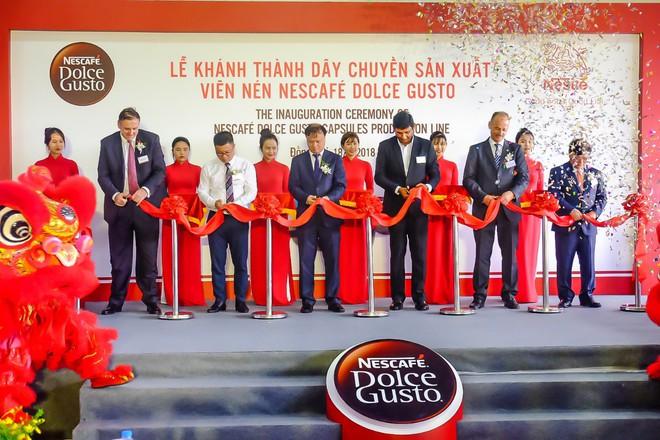 Nestlé nâng cao giá trị hạt cà phê Việt có dây chuyền sản xuất viên nén Nescafé Dolce Gusto - Ảnh 1.