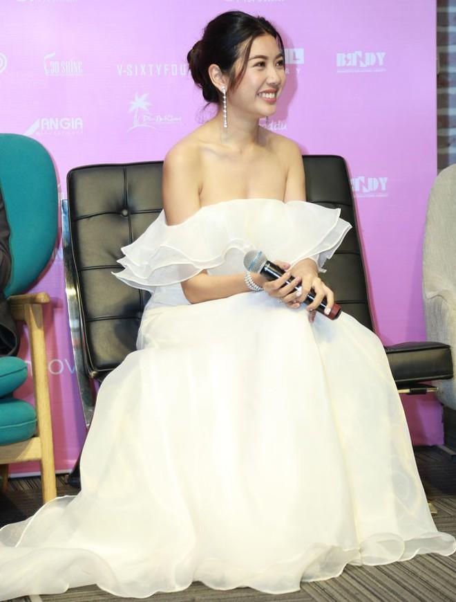 Thúy Vân mặc quyến rũ, tiết lộ đóng vai gái ế sau khi chia tay bạn trai đại gia - Ảnh 4.