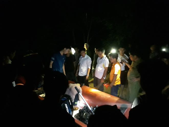 Bị sụp hố gần trạm bơm khi tắm sông, 4 học sinh là anh em con cô con cậu tử vong - Ảnh 1.