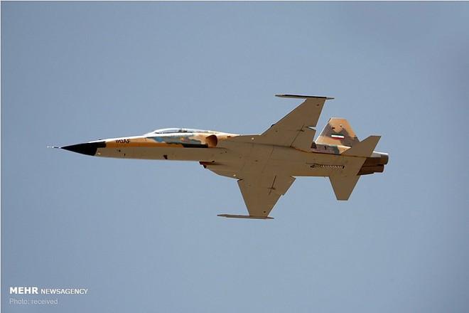 Rúng động: Iran viện trợ khẩn tên lửa S-300 mới và chiến đấu cơ cho Syria: Nghênh đánh Mỹ - Ảnh 1.