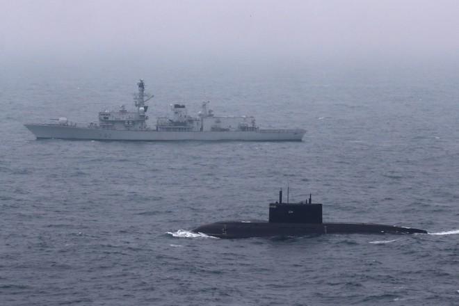Chiến sự Syria: Bị sát thủ Kilo Nga săn, tàu ngầm Anh hoảng loạn và Tomahawk tịt ngòi? - Ảnh 3.