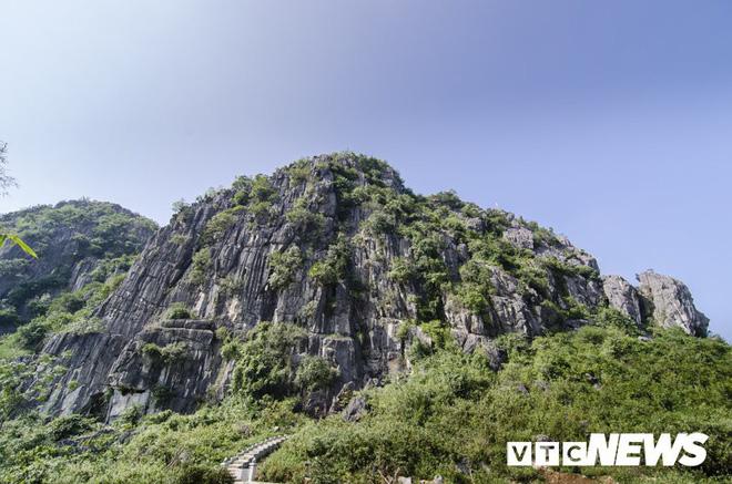 Ngôi chùa Thiên Tạo độc đáo và bí ẩn hang động khổng lồ trong lòng núi Nghệ An - Ảnh 1.