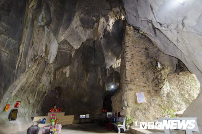 Ngôi chùa Thiên Tạo độc đáo và bí ẩn hang động khổng lồ trong lòng núi Nghệ An - Ảnh 2.