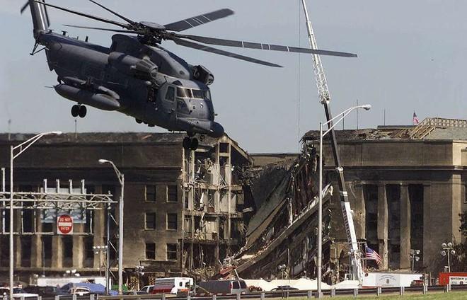 [ẢNH] Những bức hình đột nhiên biến mất, mới tìm lại được về vụ khủng bố 11/9 - Ảnh 1.