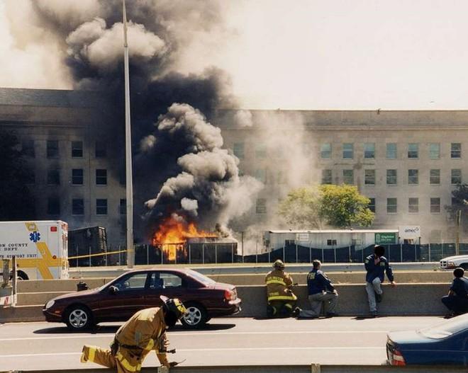 [ẢNH] Những bức hình đột nhiên biến mất, mới tìm lại được về vụ khủng bố 11/9 - Ảnh 2.