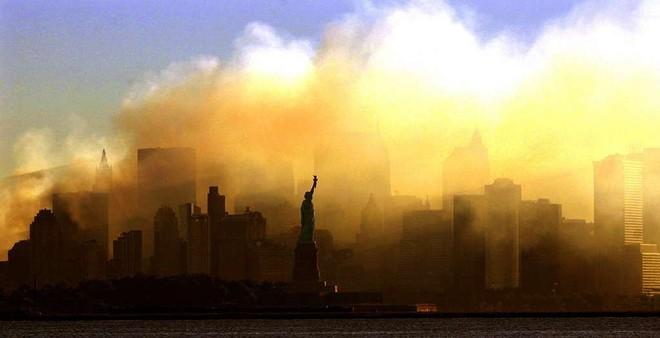 [ẢNH] Những bức hình đột nhiên biến mất, mới tìm lại được về vụ khủng bố 11/9 - Ảnh 8.
