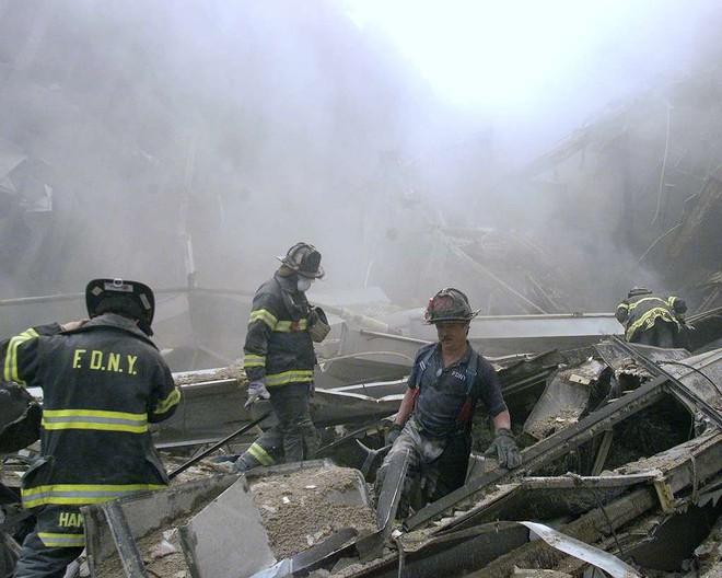 [ẢNH] Những bức hình đột nhiên biến mất, mới tìm lại được về vụ khủng bố 11/9 - Ảnh 9.