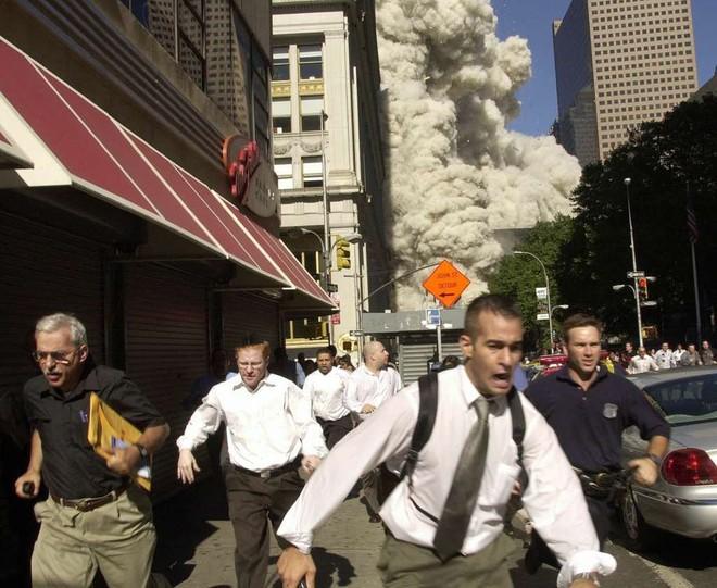 [ẢNH] Những bức hình đột nhiên biến mất, mới tìm lại được về vụ khủng bố 11/9 - Ảnh 13.