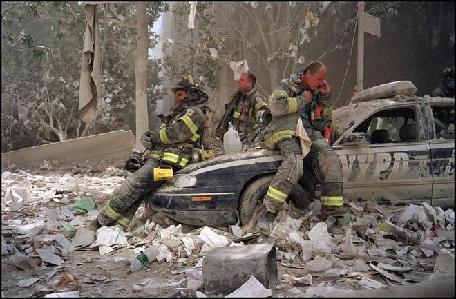 [ẢNH] Những bức hình đột nhiên biến mất, mới tìm lại được về vụ khủng bố 11/9 - Ảnh 14.