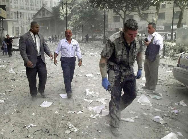 [ẢNH] Những bức hình đột nhiên biến mất, mới tìm lại được về vụ khủng bố 11/9 - Ảnh 15.