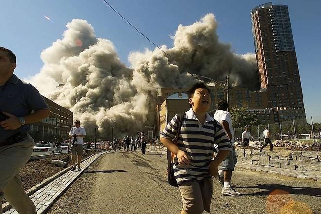 [ẢNH] Những bức hình đột nhiên biến mất, mới tìm lại được về vụ khủng bố 11/9 - Ảnh 16.