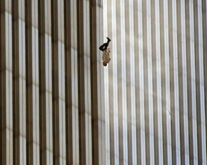 [ẢNH] Những bức hình đột nhiên biến mất, mới tìm lại được về vụ khủng bố 11/9 - Ảnh 17.