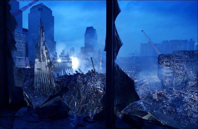 [ẢNH] Những bức hình đột nhiên biến mất, mới tìm lại được về vụ khủng bố 11/9 - Ảnh 19.