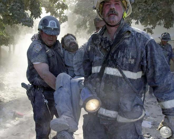 [ẢNH] Những bức hình đột nhiên biến mất, mới tìm lại được về vụ khủng bố 11/9 - Ảnh 21.