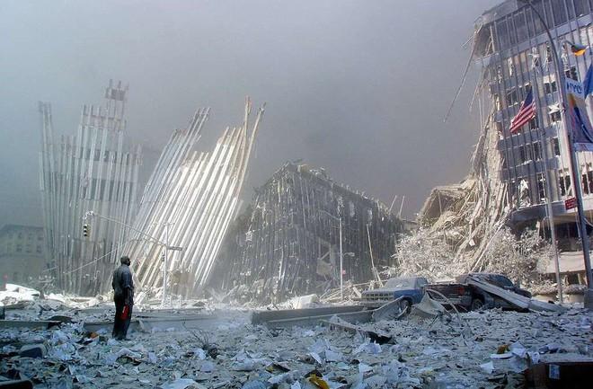 [ẢNH] Những bức hình đột nhiên biến mất, mới tìm lại được về vụ khủng bố 11/9 - Ảnh 22.
