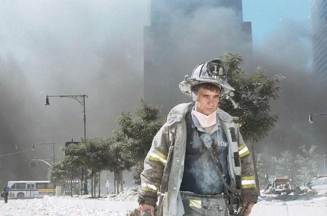 [ẢNH] Những bức hình đột nhiên biến mất, mới tìm lại được về vụ khủng bố 11/9 - Ảnh 23.