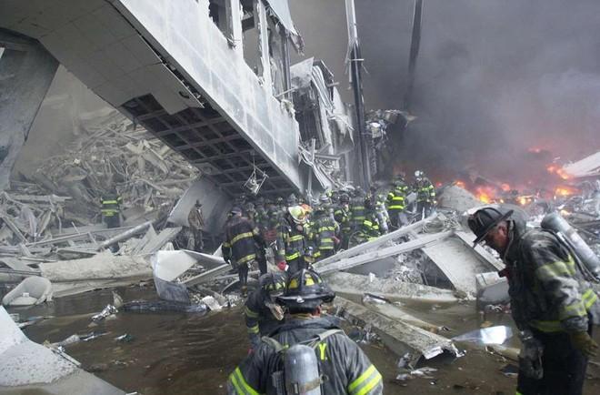 [ẢNH] Những bức hình đột nhiên biến mất, mới tìm lại được về vụ khủng bố 11/9 - Ảnh 24.