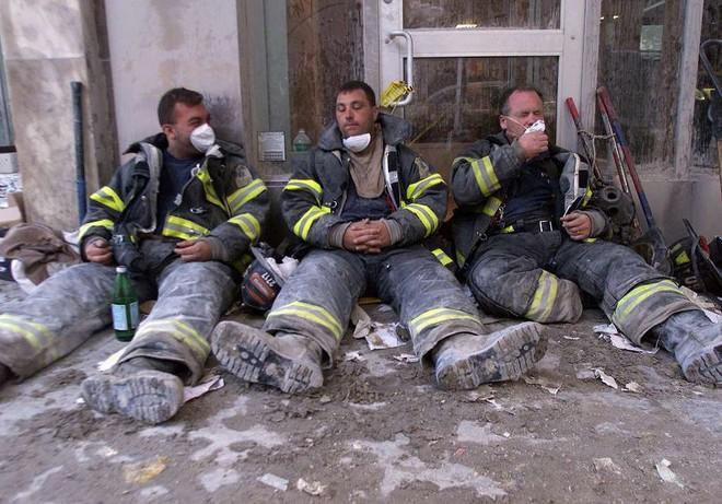 [ẢNH] Những bức hình đột nhiên biến mất, mới tìm lại được về vụ khủng bố 11/9 - Ảnh 25.