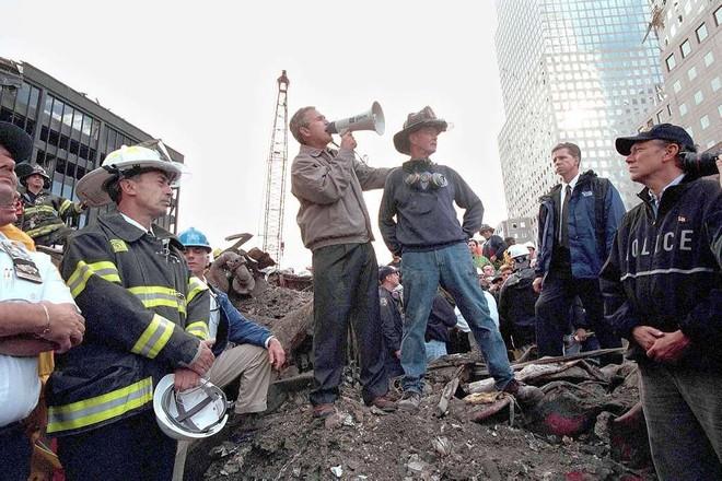 [ẢNH] Những bức hình đột nhiên biến mất, mới tìm lại được về vụ khủng bố 11/9 - Ảnh 26.
