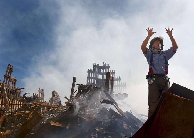 [ẢNH] Những bức hình đột nhiên biến mất, mới tìm lại được về vụ khủng bố 11/9 - Ảnh 30.