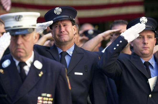 [ẢNH] Những bức hình đột nhiên biến mất, mới tìm lại được về vụ khủng bố 11/9 - Ảnh 32.