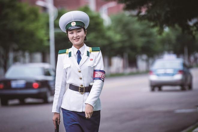 Phóng viên Nhật Bản ngỡ ngàng: Triều Tiên ngày càng giàu có hơn, tràn ngập tình yêu và tiếng cười - Ảnh 3.
