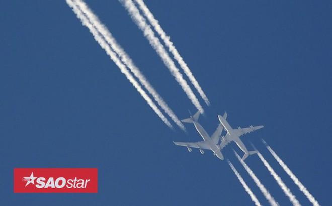 Tại sao máy bay để lại vệt trắng trên bầu trời mỗi khi di chuyển?
