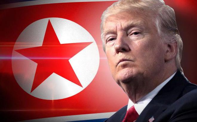 """Hé lộ dòng tweet vô ý của ông Trump khiến nước Mỹ và Lầu Năm Góc """"sợ đứng tim"""""""