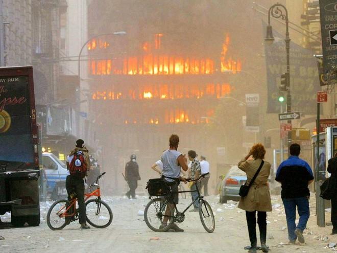 23 bức ảnh nhuốm màu đau thương vụ khủng bố 11/9 - Ảnh 8.