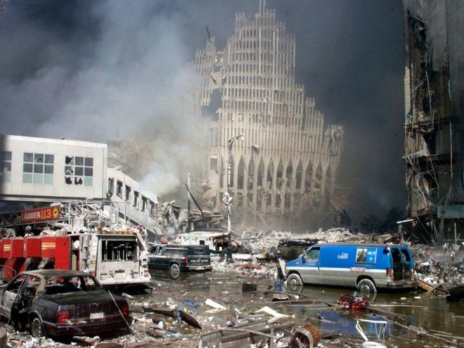 23 bức ảnh nhuốm màu đau thương vụ khủng bố 11/9 - Ảnh 11.