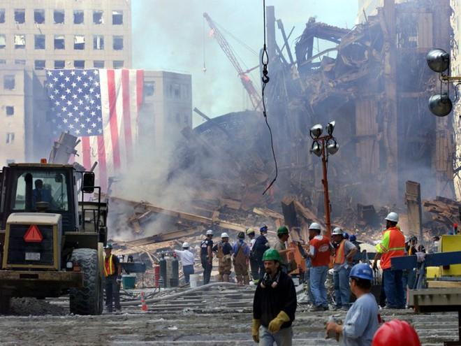 23 bức ảnh nhuốm màu đau thương vụ khủng bố 11/9 - Ảnh 12.