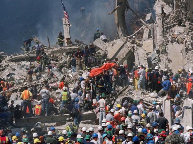 23 bức ảnh nhuốm màu đau thương vụ khủng bố 11/9 - Ảnh 15.